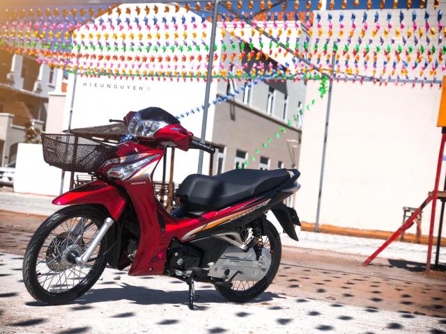 Future 125 do theo phong cach Thai khoe dang tren duong pho - 5