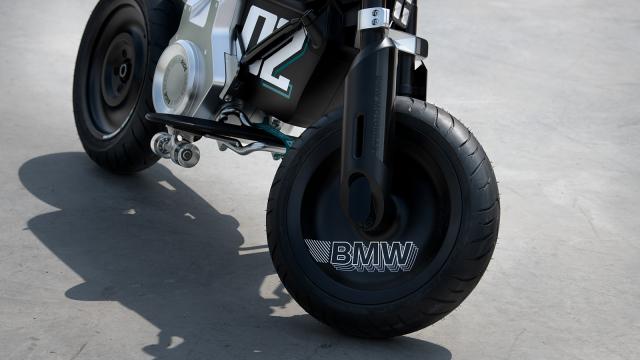BMW ra mat xe may dien gap don phanh dia hien dai - 6