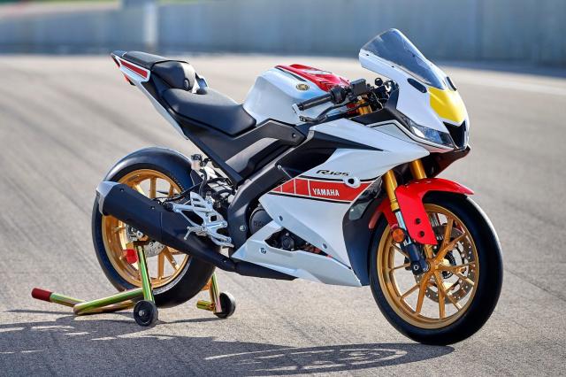 Can canh Yamaha R125 2022 phien ban Ky niem trang bi an dut R15 than thanh - 22
