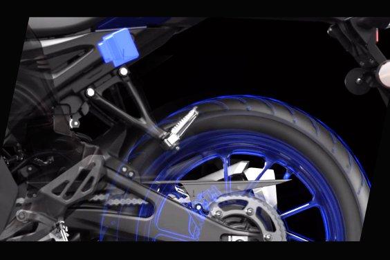 R15V4 lieu co thuc su can den Quickshifter va Traction Control - 5