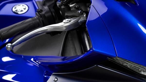 Lo dien Yamaha R1 2022 an theo phong cach cua dan em R7 - 10